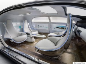 Mercedes-Benz F 015 Luxury in Motion Ein Automobil, das mit maximalem Platzangebot und Lounge-Charakter im Interieur das Thema Komfort und Luxus auf ein neues Niveau hebt A vehicle which raises comfort and luxury to a new level by offering a maximum of space and a lounge character on the inside
