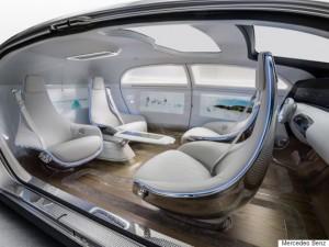 Mercedes-Benz F 015 Luxury in Motion Ein Automobil, das mit maximalem Platzangebot und Lounge-Charakter im Interieur das Thema Komfort und Luxus auf ein neues Niveau hebt A vehicle which raises comfort and luxury to a new level by offering a maximum of space and a lounge character on the inside